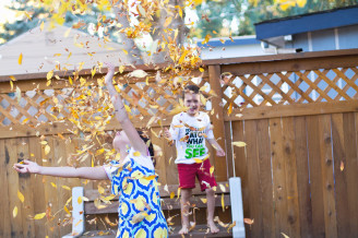 lifestlye photography | maren miller photography | jumping in the leaves | fall |autumn